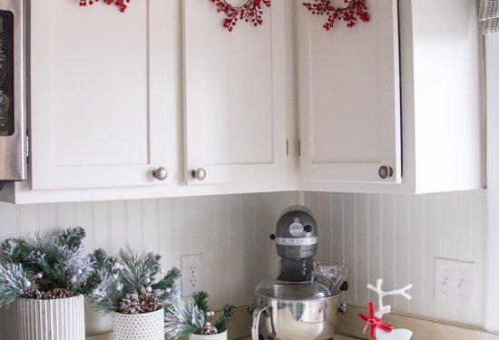 Easy Holiday Mini Berry Wreath - Sypsie.com